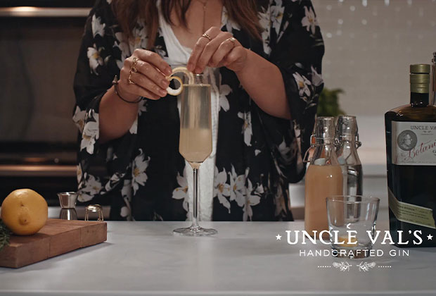 how to make gin cocktail video still